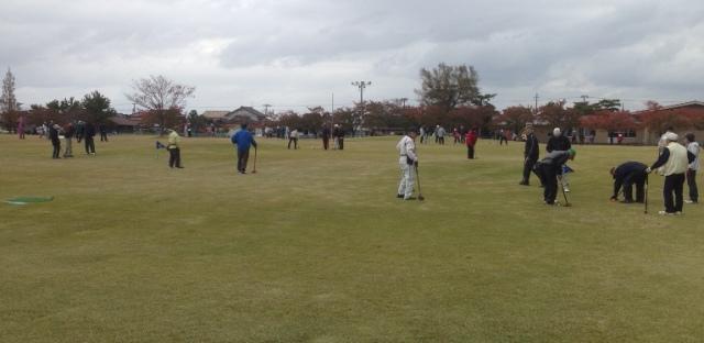グラウンド・ゴルフ場 プレー中の風景